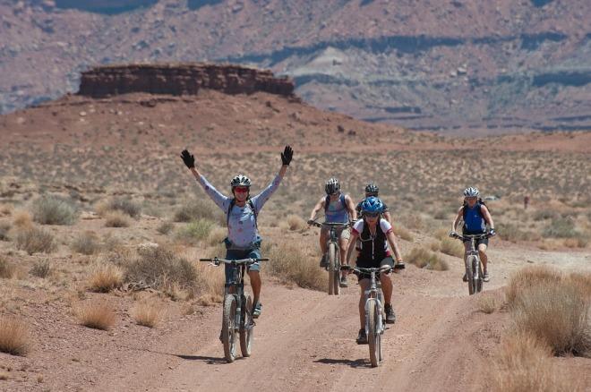 bicycling-1160860_960_720.jpg